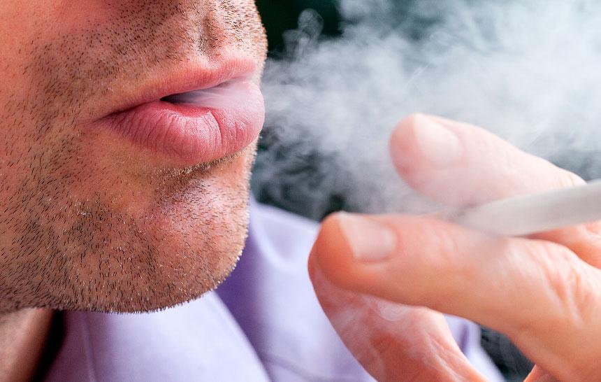¿Sabías que los fumadores tienen menos dientes?